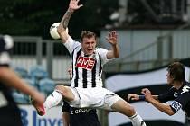 Jakub Řezníček gólem z penalty rozhodl v Hradci Králové o vítězství Dynama.