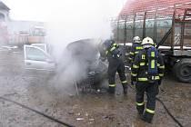 Ohořelé auto v Cehnicích.