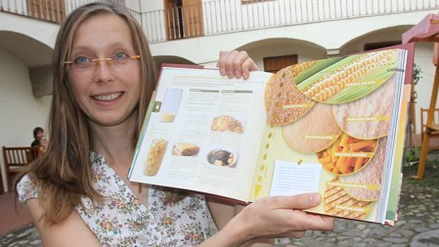 Lenka Žák se svou kuchařkou Víme, co jíme.