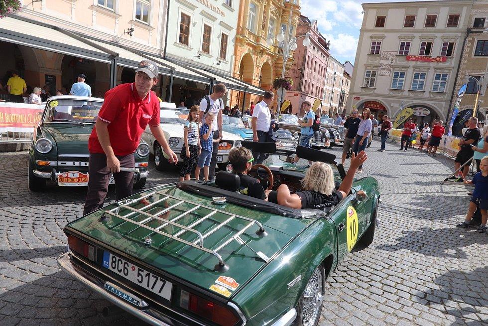 Přehlídka při zahájení South Bohemia Classic na budějovickém náměstí.