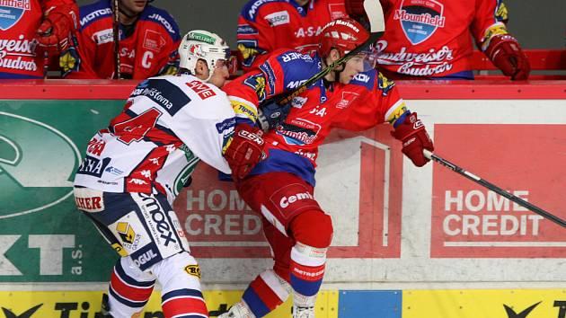 Ve čtvrteční předehrávce 20. kola extraligy hokejisté HC Mountfield porazili po velmi dobrém výkonu nad Pardubicemi 3:0 .