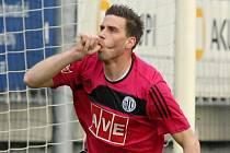 Michal Klesa se raduje ze svého gólu, který vstřelil v nedělní lize Slovácku.