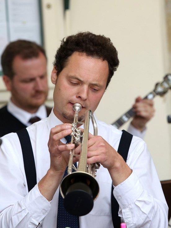 Obnovená kapela Schwarzenberské gardy hrála 5. července na náměstí v Českém Krumlově. Na snímku trumpetista Petr Koptiš.
