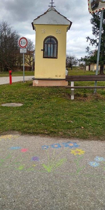 Květy a jiná jarní výzdoba na jihu Čech. Lékařova Lhota.