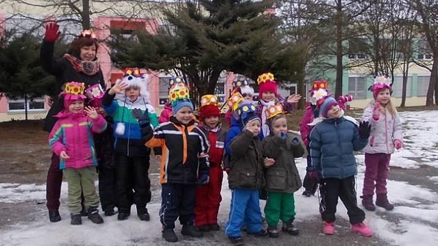 Na masopustní průvod Lišovem se v pátek vydali žáci zdejší školy.