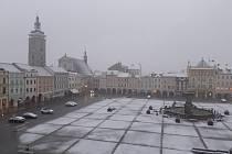 Jihočeši se v pátek probudili do bílého rána. Snímek je z Českých Budějovic.