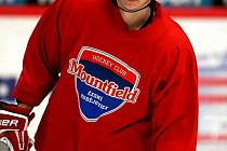 Svůj první trénink s hokejisty HC Mountfield absolvoval v sobotu urostlý útočník Tomáš Micka.