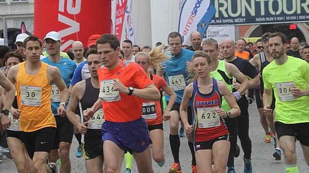 Běžecký závod RunTour přilákal do Českých Budějovic tisíce běžců.