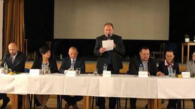 Uvolněným starostou se stal Petr Ferebauer ze Spolku Racek a místostarostou Jiří Štabrňák (ODS).