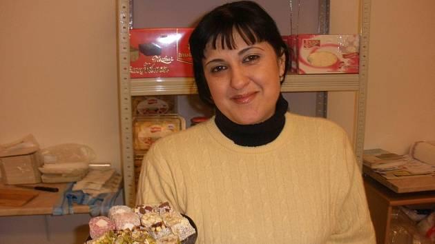Liya Guliyeva zve Jihočechy na vynikající orientální cukroví.