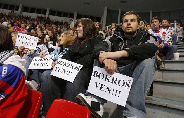 Fanoušci žádají odchod trenéra Bokroše.