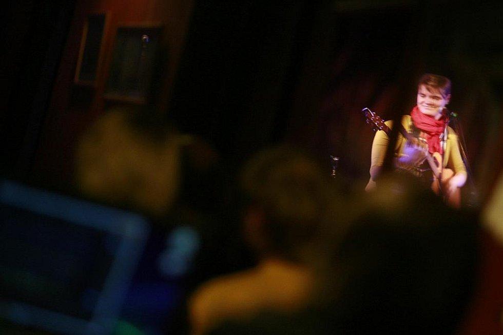 Zimní verze festivalu Okolo Třeboně nabídla 11. února v českobudějovickém Café klubu Slavie pět objevů.