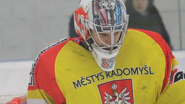 Sfinga na přilbě brankáře Radomyšle Lukáše Knapa českobudějovický David servis neuhranula, českobudějovický tým postoupil do finále.
