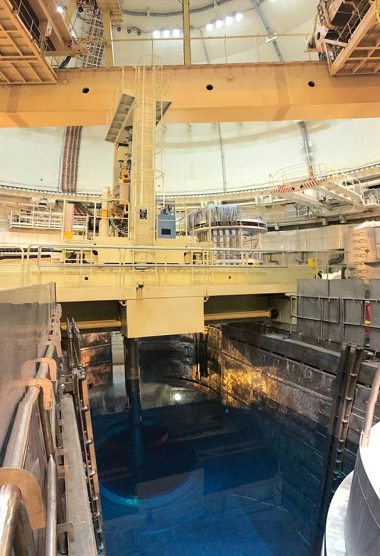 Zavážení paliva do reaktoru prvního bloku v Jaderné elektrárně Temelín.