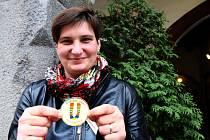 Marie Kaštanová, studentka práv z Týna nad Vltavou, se vydala na srbsko-chorvatský hraniční přechod Šid/Bapska, aby tam pomáhala uprchlíkům. Na místo, kde byla už dvakrát, vezla teplé oblečení. Zapojila se do sbírky ponožek, jež pořádají v Shisha Baru.