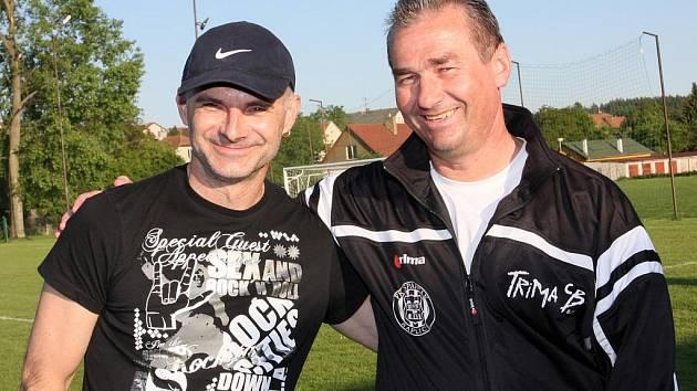 Současná trenérská dvojice fotbalového klubu z Kaplice Bohdan Malický a Ladislav Kuzma (vpravo).