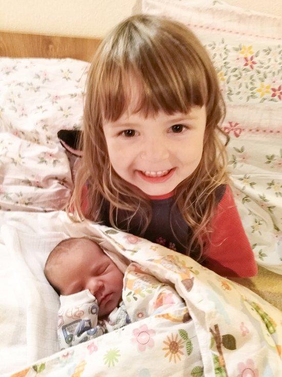 Rodičům z Kuřiman na Strakonicku se narodil 20. 10. 2020 syn Honzík Vrána. Na svět přišel ve 22.38 h., vážil 3,32 kg. Doma na něj čekala sestra Monika.