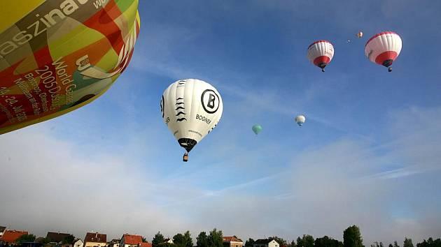 POSUBANE. POdzimní SUdoměřické BAlónové NEbe bylo o víkendu k vidění v Sudoměřiích u Bechyně kde se soustředili balónaři z celé republiky na akci pořádané Vzduchoplaveckou společností královského města Slaný  a občanským sdružením Tatrmani.