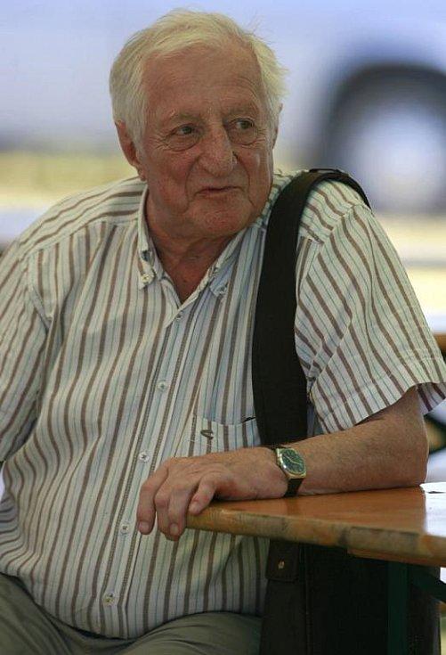 Stodola Michala Tučného v Hošticích opět nabídla několika tisícům diváků pod horkýmn sluncem country i pop při čtrnáctém ročníku festivalu.Na programu byla pestrá směsice hudebních žánrů, v hlavním večerním bloku vystoupil i houslista Jaroslav Svěcený. So