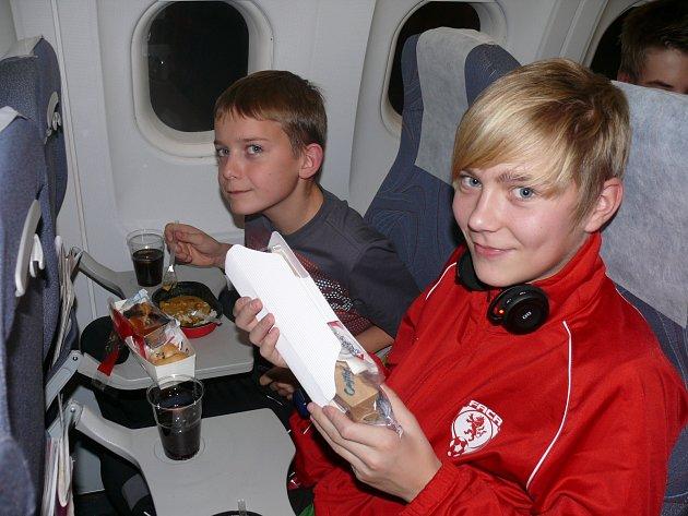Patrik Hrachovec a Jiří Volf hrají za  FC Písek, oba vyrazili v barvách Jihočeského výběru na turnaj do Jekatěrinburgu.