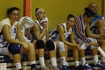 ZPÁTKY NA ZEMI. Basketbalistky Strakonic vedly ligu, po prohře s Valosunem Brno však byly zklamané. Smutnit ale nemusí. Proti Ostravě a Slavii Praha ukázaly, že by letos v nejvyšší soutěži nemusely hrát druhé housle.