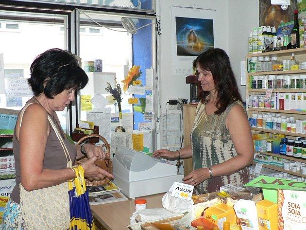 BIO JE V KURZU. Specializovaná prodejna v Českých Budějovicích nemá o zákazníky nouzi.