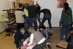 Projekt, který učí zaměstnance škol reagovat na nebezpečného střelce, má nový instruktážní film.