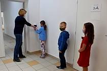ZŠ Boršov: Děti už se těšily na kamarády i učitele
