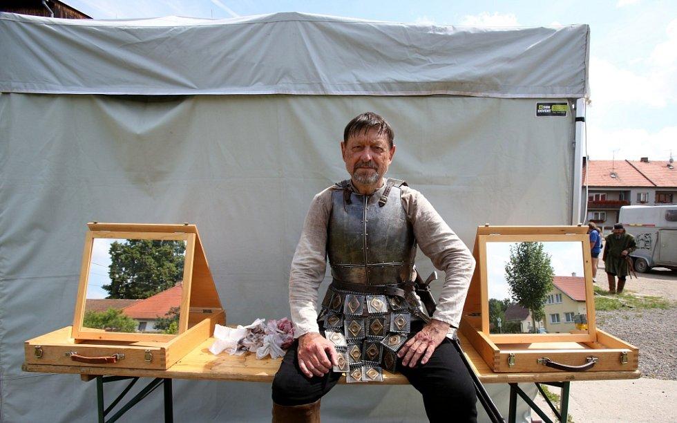 Česká televize natáčela v Kestřanech na Písecku pohádku Pravý rytíř, která se bude vysílat o Vánocích.