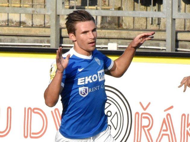 Zdeněk Linhart se přo derby raduje ze svého gólu na 1:1.