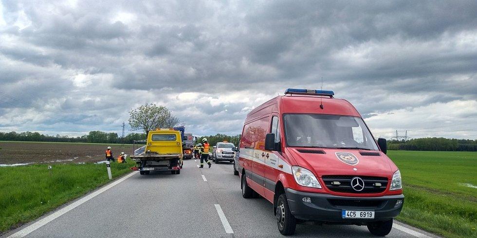 Havárie čtyř aut uzavřela silnici I/20 mezi Českými Budějovicemi a Pískem u Dasného na Českobudějovicku v sobotu 15. května 2020 odpoledne na několik hodin.