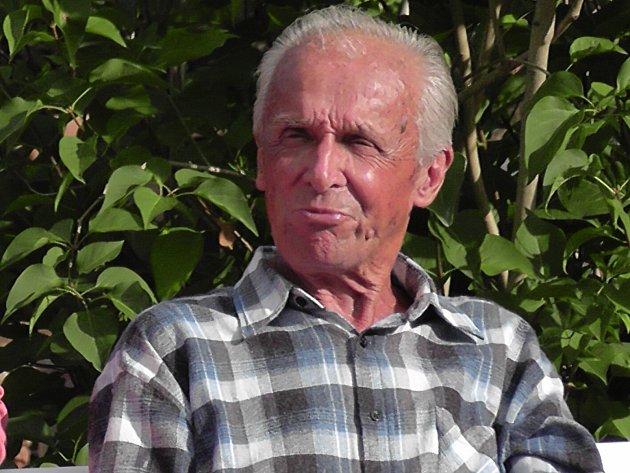 Ludvík Mühlstein, muž mnoha tváří, oslavil vpátek 16.června 2017pětaosmdesátiny. Rozhlasový režisér, spisovatel, ornitolog, vášnivý stolní tenista a fanoušek sportu je jihočeským patriotem - narodil se a celý život žije vČeských Budějovicích.