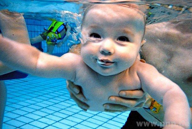 Nejmenší děti se vody nebojí.