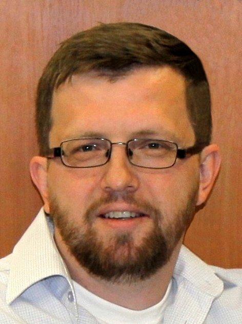 Redaktor Tomáš Přibyl.