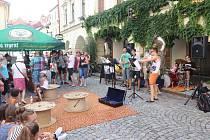 Sousedská slavnost Plachanda Open se koná ve čtvrtek v Plachého ulice v Českých Budějovicích.