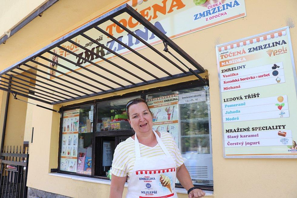 Výrobna zmrzliny Poli v budějovické ulici U Trojice. Na snímku majitelka Blanka Polívková.