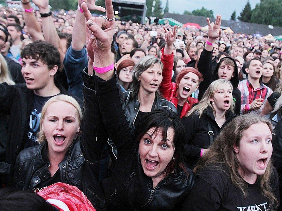Fanoušci se bavili při známých hitech i čerstvých novinkách.