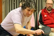 Stolní tenis má početnou hráčskou základnu, tunaje se konají po celé republice. Za účasti šestadvaceti hráčů se v Hostouni uskutečnil 2. ročník Memoriálu Miroslava Holinky ve stolním tenisu.