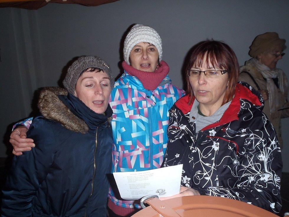 Zpívání koled v Borovanech.