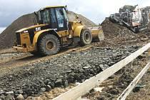 Omezení se zřejmě nemusí bát kvůli ekonomické krizi výstavba dálnice D3. Budování asi šestadvacet kilometrů dálnice D3 v úseku Tábor–Veselí nad Lužnicí pokračuje plným tempem a bude stát 12,4 miliardy korun.