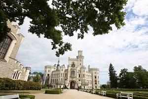 Národní památkový ústav pořádá komentované prohlídky Dolní zahrady se zkušenými zámeckými zahradníky.
