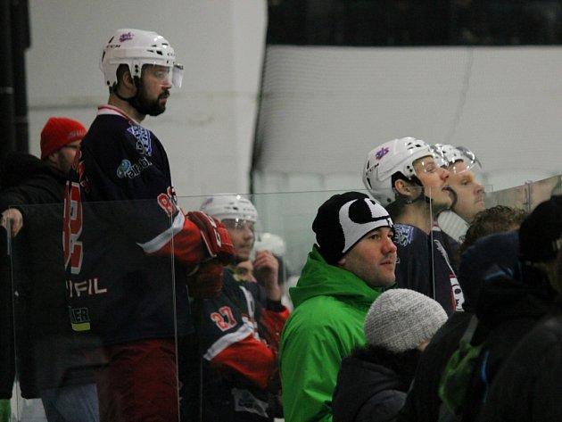 HC David servis  doma porazil Č. Krumlov 3:2 a srovnal stav semifinále na 1:1 na zápasy.