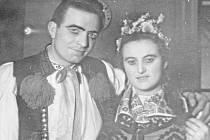 Maryša. Na snímku představitelé nešťastného manželského páru V. Benda a Vl. Janečková. Snímek je z roku 1956.