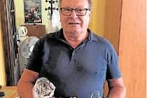 Plnou hrst náušnic, korálů a náramků přinesl do redakce Václav Vejrostek z Dobré Vody u Českých Budějovic.