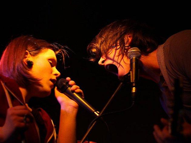 Z podhoubí táborské alternativní scény vyrostla nová kapela. Jmenuje se Kalle, tvoří ji David Zeman a Veronika Buriánková a za nahrávku Live from the Room získali nominace na několik cen.