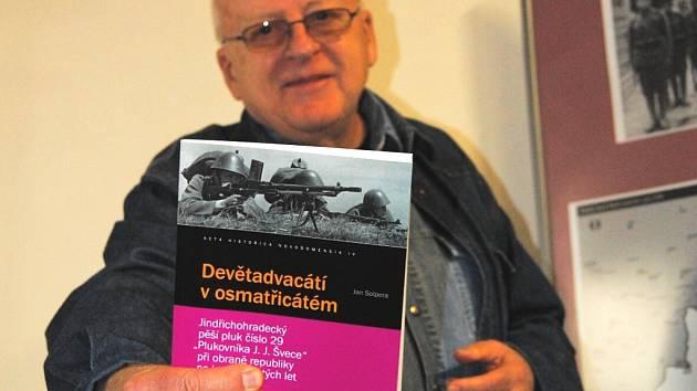 Autor Jan Solpera představil první  publikaci v Muzeu Jindřichohradecka, druhá čeká na své uvedení  ve čtvrtek v Jihočeském muzeu v Českých Budějovicích.