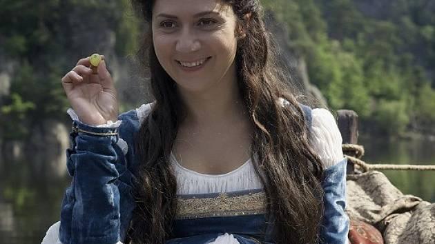 Martha Issová jako Bohdanka v pohádce Sedmero krkavců.