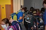 Návrat do škol. Žáci ze ZŠ a MŠ Borek přišli v pondělí zase do školy.