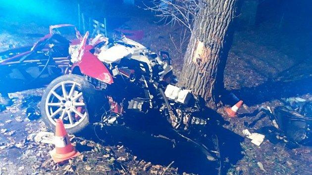 Tragická nehoda u Nových Hradů. Tři lidé zemřeli