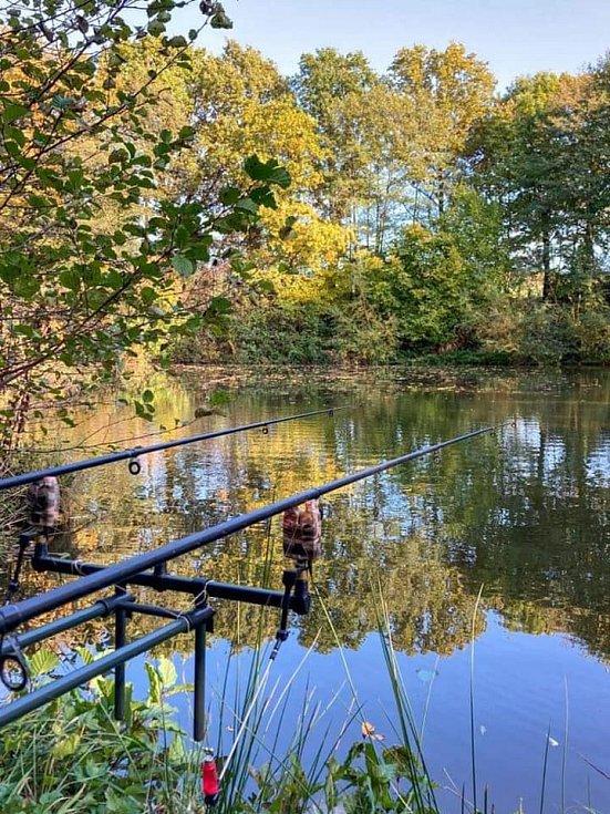 Návštěvníci ranče mohou také rybařit.